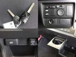 キーレスエントリーはボタンを押すだけでドアノブの施錠・解錠ができますよ!ドリンクホルダーはドライブには欠かせないアイテムですね!
