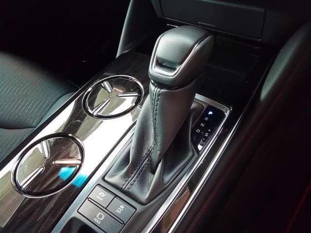 ☆トヨタ認定中古車の安心1 まるごとクリ-ニング☆室内外すみずみまで美しく仕上げています。