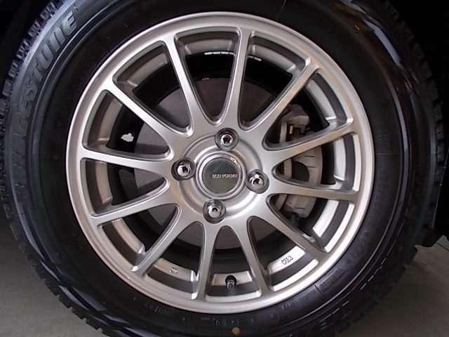 【タイヤ】社外アルミホイール&スタッドレスタイヤを装着しておりますが、ノーマルタイヤ&純正アルミもあります!