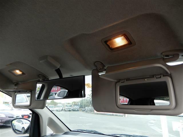 【装備】左右バニティミラー!軽では珍しい、連動の照明付きです!