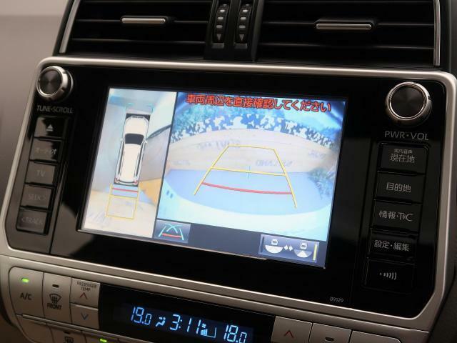 クルマを上空から見下ろしているかのように、直感的に周囲の状況を把握できます☆狭い場所での駐車でも周囲が映像で確認できます!