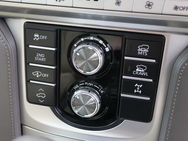 電子制御エアサスペンションやドライブモードセレクトを搭載!!走行状況に応じて多彩なサスペンションの動きを実現します♪