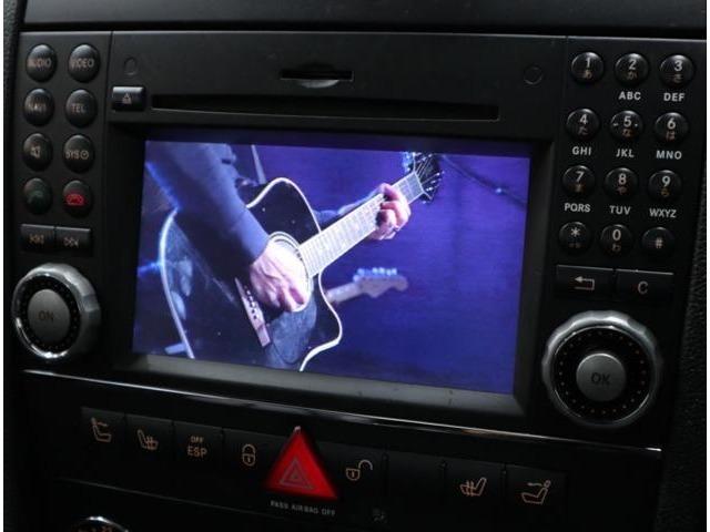 DVDビデオ再生、Bluetoothハンズフリー、ミュージックサーバーも内蔵。付属の専用ケーブルによって、USB接続も可能です。