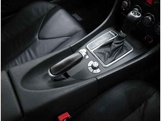 電動バリオルーフは手元スイッチのワンタッチだけで開閉可能。トラブルの少ないティップシフト付5速ATのモードは、コンフォートとスポーツを選択可能。