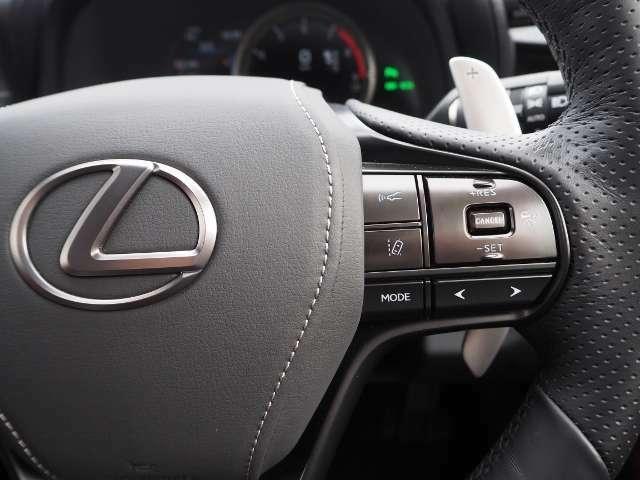 車間距離を保ちながら追従走行するレーダークルーズコントロール(全車速追従機能付)