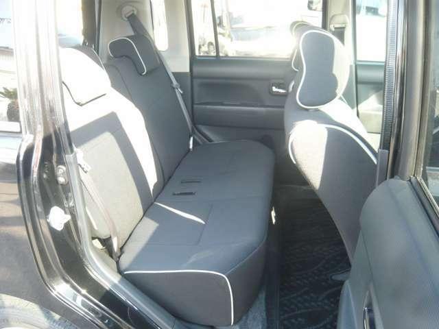 リアシートの座面は厚みが有りますので座り心地も杉く良いですよ。