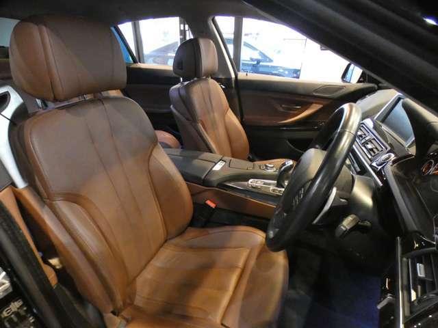 シナモンブラウンコンフォートシートを採用!!メモリー付パワーシート、シートヒーター、ベンチレーター機能も装備しております!コンフォートパッケージ付きですので、各部の細かいシート調整も可能です!