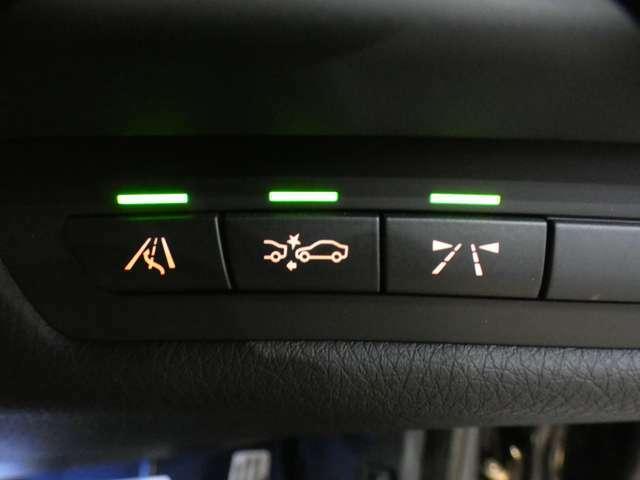 前方の車の位置を検知し自動的に距離を調整するアクティブクルーズコントロールを搭載!オプション設定のレーンチェンジウォーニングを装備しており、インテリジェントセーフティなど安全支援装備も充実しています!
