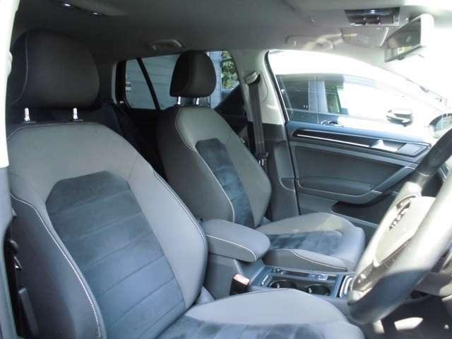 フロントシートはブラックでカッコいいです!もちろんスレなどもなく綺麗な状態です!