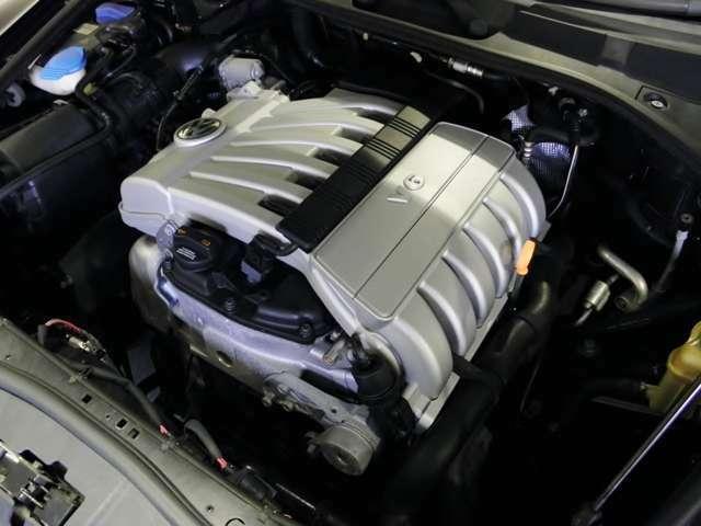 V6グレードではエンジンも、【直噴3600ccへ変更】されました。これにより【出力もUP】され、【逆に燃費は向上】しました