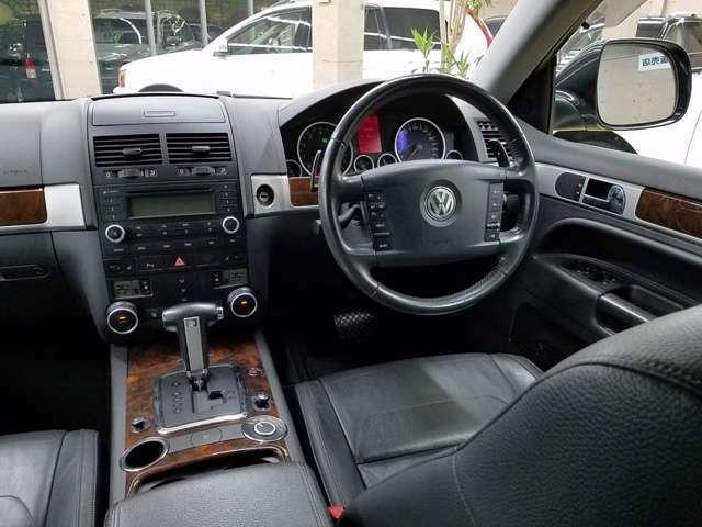 スマートキー&プッシュ式エンジンスタート(キーは身に着けているだけでプッシュボタンによりエンジンスタート&ストップ:ドアロック&ドアアンロックOK) フルカラーマルチファンクションインジケータ