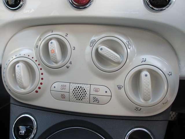 シンプルな造りで操作しやすいマニュアルエアコン!