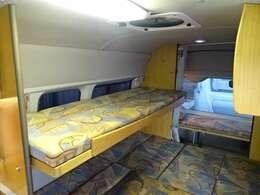 2段ベッド装備☆愛犬とディーラーへ♪フジカーズジャパン浜松店は天然芝屋外ドッグラン併設店です♪