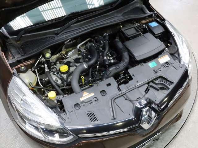 エンジンルームも非常にキレイです。RECS(吸気系エンジン内部洗浄システム)等のオプションメニューもご用命下さい。
