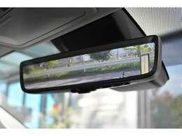 ■車両後方の映像が映し出されるデジタルインナーミラーが標準装備されておりますので、後方の確認もしやすくなっております。