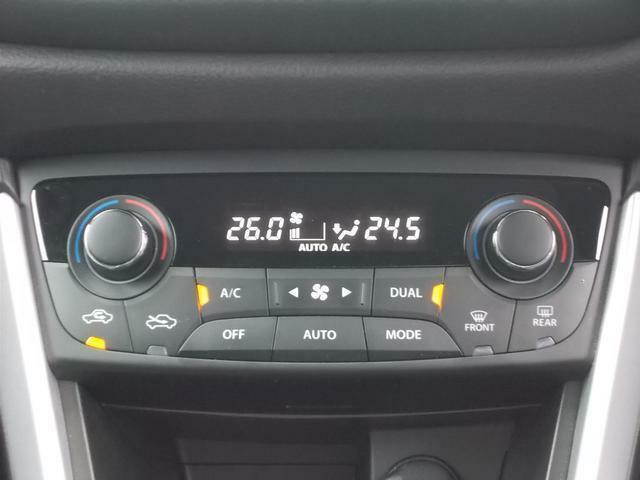 フルオートのエアコンは運転席と助手席でそれぞれに温度設定が可能です★