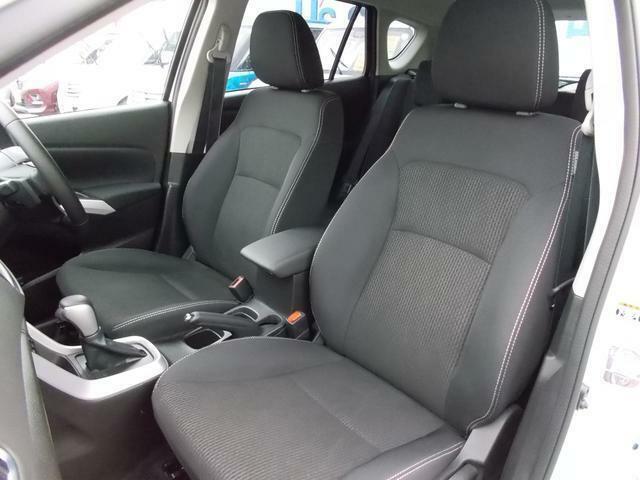 ゆったり座れて適度なホールド感が有るフロントシート★長距離運転も疲れにくいんです♪