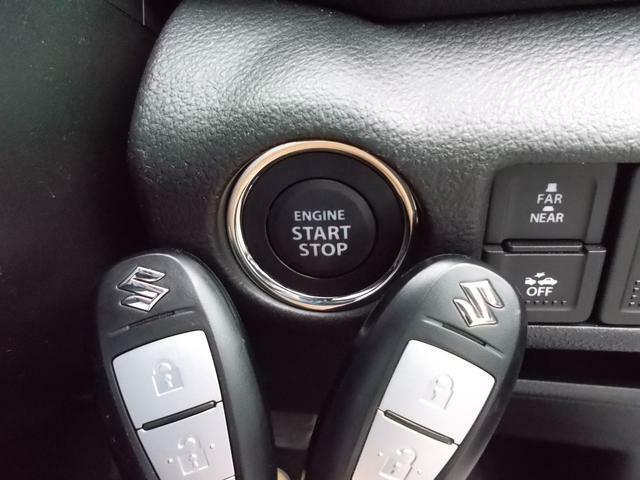 リモコンを携帯していれば、ドアの施錠・解錠やエンジンの始動がワンプッシュで行える「キーレスプッシュスタートシステム」を搭載!