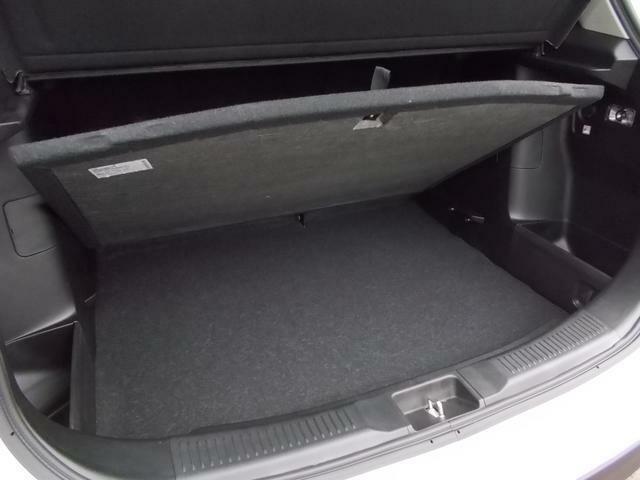 荷室床面は2重底になっていて下段に小物などを収納することが出来ます★