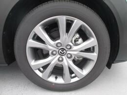 18インチ純正アルミホイールを装備。タイヤサイズは215/55R18となります。大径ホイールを採用する事でダイナミックさを演出★