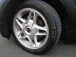 純正16インチアルミ タイヤもまだまだ使えます。