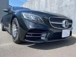 Mercedes-Benzロゴ付ブレーキキャリパー&ドリルドベンチレーテッドディスク[フロント・リア