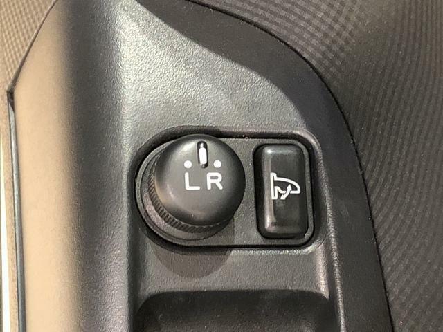 電動格納ミラー付き!ボタン一つで、ドアミラーを収納できますよ!