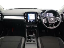大人気XC40のモメンタムをご紹介!外装は人気のアイスホワイト、内装は落ち着いたブラックです。低走行、低年式!!360度カメラに運転席電動シートを装備しております。