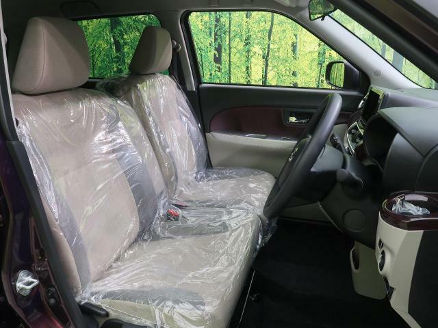 運転席シート回りも前のオーナー様が丁寧に使って下さったおかげで、使用感も少ないです。