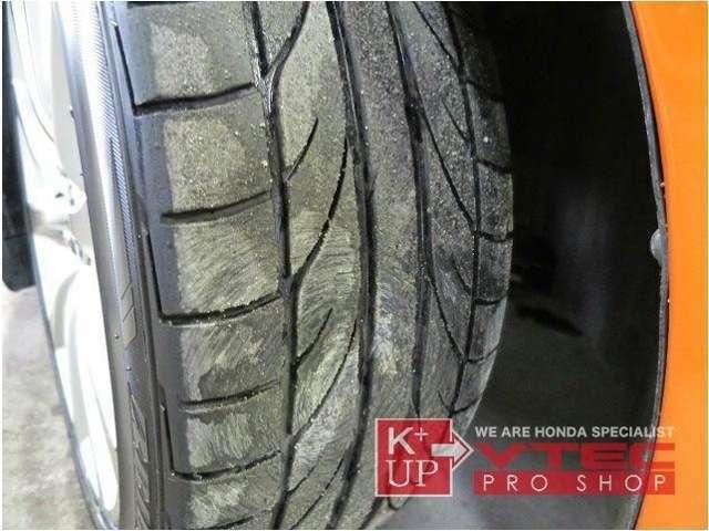 タイヤの溝もたっぷり!購入後にタイヤ交換などが必要な車両ではございません。ご希望のお客様には中古アルミ・新品アルミ等もご提案可能です。