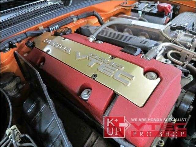 プラス200ccの排気量でトルク感が増したF22C VTECエンジンは高回転のパンチを残しつつ、扱いやすい特性。ノイズ感なくリニアに反応するスポーツカーらしい質感がしっかり感じられます。