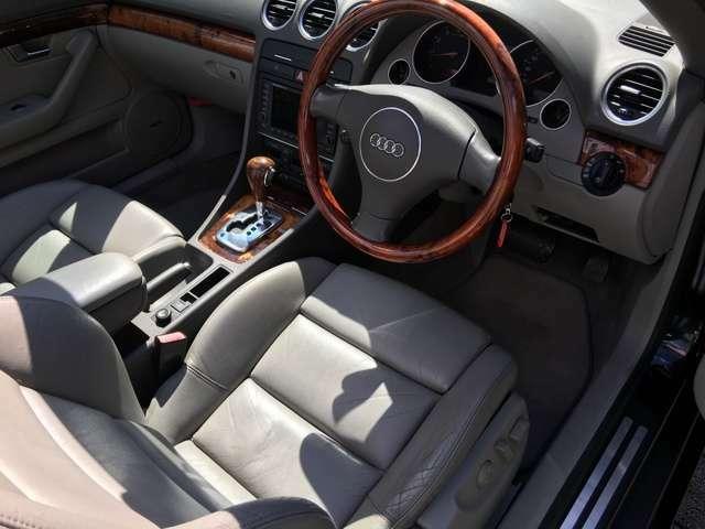 運転席・助手席ともシートヒーター機能付きです。