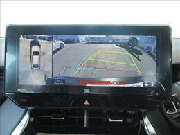 【パノラミックビューモニター】全周囲カメラで危険察知。狭い駐車場でも安心して駐車できますね。