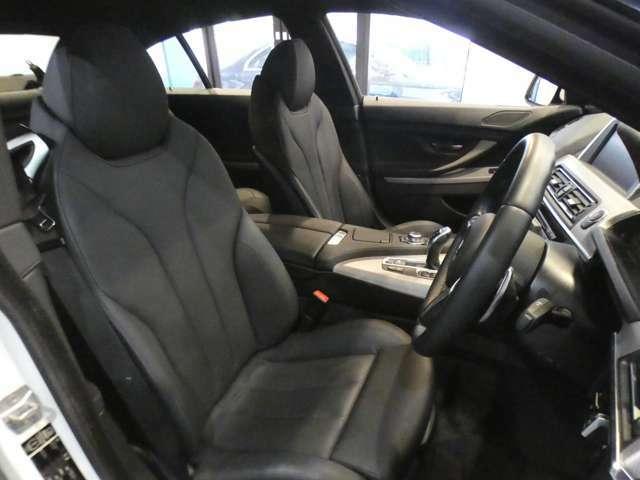 上質な質感のブラックダコタレザースポーツシートを採用!!メモリー機能付パワーシート、シートヒーター、ランバーサポートも装備しており、快適なドライブをお過ごし頂けます!!