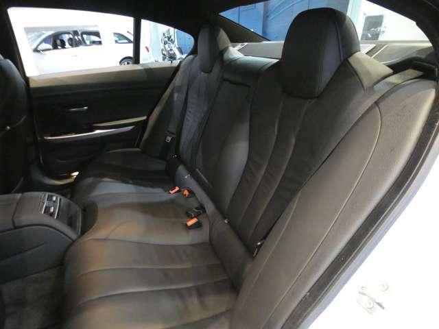 後席の広さも充分で足元も広く、同乗者の方もゆったりと快適なドライブをお楽しみ頂けます!!圧迫感や疲れを感じる事無く長時間のドライブもお楽しみ頂けます!