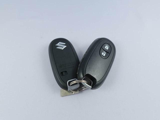 便利なキーフリーシステム搭載車!ドアの鍵の開閉も楽チン♪さらに・・・カギを挿さなくても、エンジンをかけれちゃいます!!