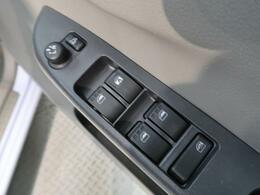 全席パワーウィンドウ装備。運転席側からは全ての窓の開閉操作が可能です。お子様やペット等による誤操作を防止するウィンドウロックもついてます!