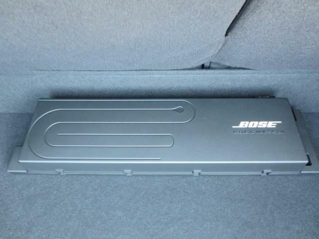 BOSEの7スピーカーシステム。アコースティック・ウェブガイド技術を採用したウーファーにより、コンパクトなのに広がりある音楽が車内に響きます!