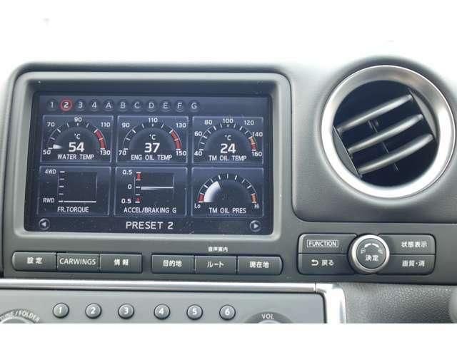 水温や油温・ブーストやシフトポイント等他の車輌状態もモニターで確認できます。