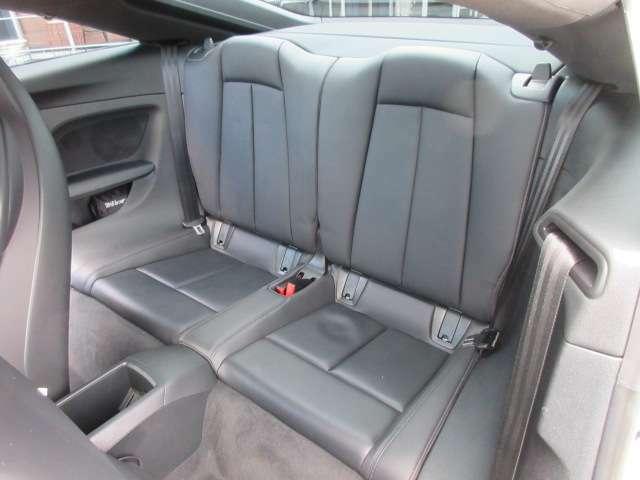後席も使用感などなく綺麗なコンディションが保たれております♪ 大きく目立つような傷などなく綺麗な状態になります♪