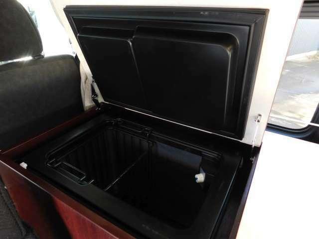 カウンター収納式の上蓋式冷蔵庫 DC12V稼働