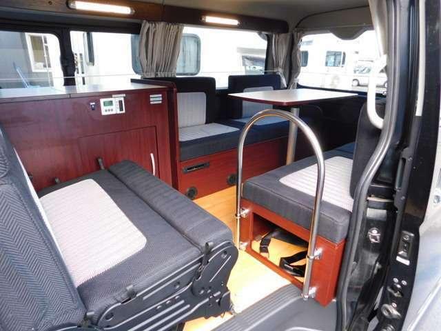 ナッツRV製 トライアル 3ナンバー乗用登録10名乗車 3名就寝(大人2子供1)