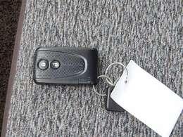 ポケットやバッグに入れたままでもOKのスマートキーシステム エンジンイモビライザー付