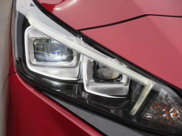 純正LEDヘッドライトユニット♪ スタイリッシュなデザインで、LEDの光もとてもカッコよく人気のデザインになります♪