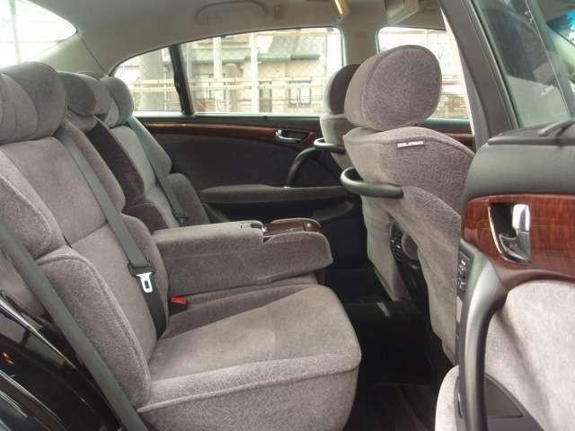 後部座席にはシートバイブレーター機能が付いています!