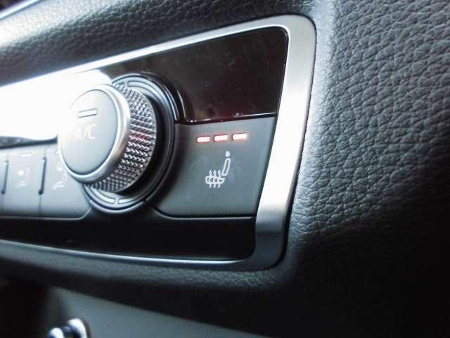 温度調整機能付きのシートヒーターがフロントシートに装備されていますので、エアコンによる乾燥を気にすることなく温まることが出来ます。