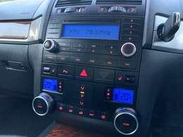 純正オーディオ♪オシャレなデザインのインパネ♪さすがは高級SUV♪別途お客様のお好みのナビなどの取り付けも可能です♪お気軽にお問合せください♪