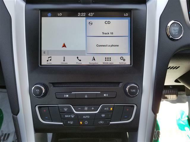 My Ford  SYNC3 お手持ちのスマートフォンを接続してナビや音楽の再生を行っていただけます!またエアコンパネルはシンプルで見やすく操作性バッチリです!