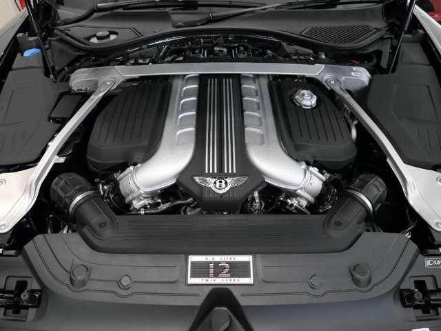 W12 ツインターボエンジン。
