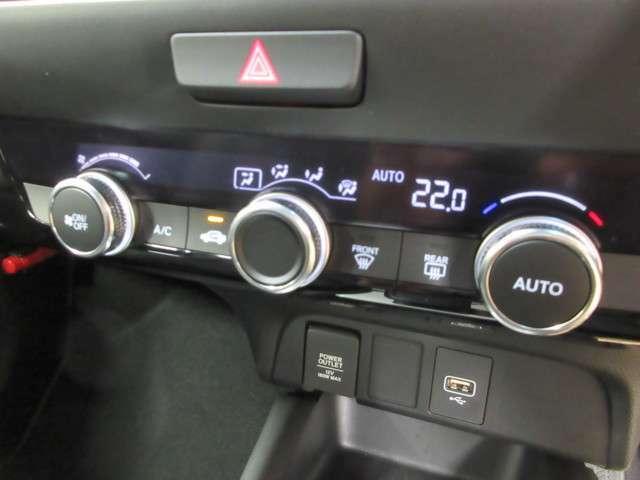 オートエアコン機能付きなので、温度調整もラクラクです。